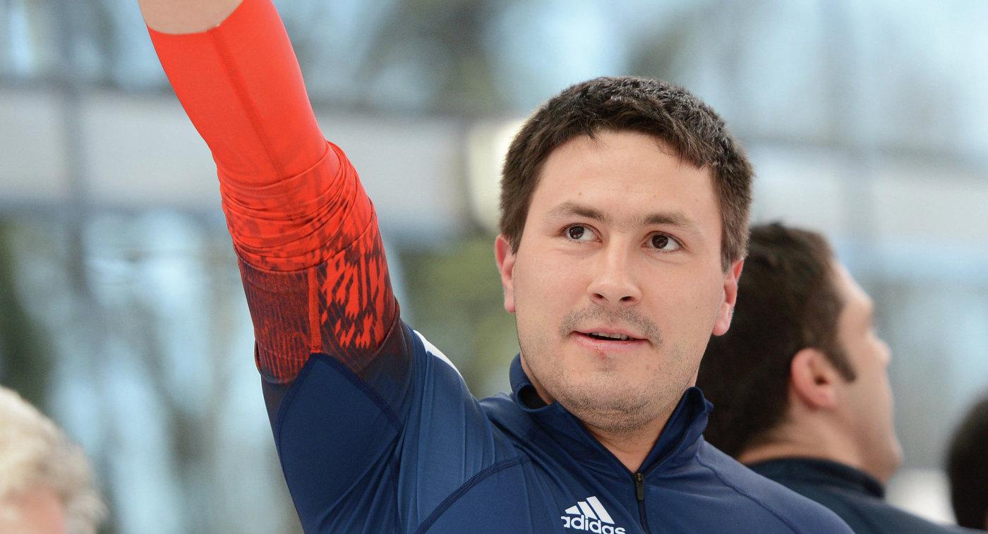 Александр Касьянов (Россия) на финише в финальном заезде четверок на соревнованиях по бобслею