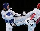 Анастасия Барышникова (в синем) и Ли Ин Чон