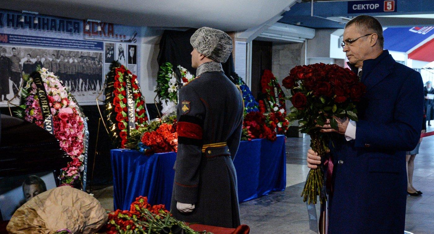 Александр Медведев на церемонии прощания с Сергеем Гимаевым