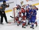 Игровой момент матча 1/2 финала плей-офф Кубка Гагарина КХЛ между петербургским СКА и ярославским Локомотивом