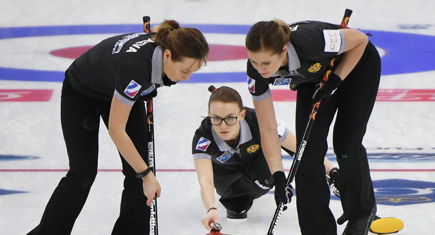 Российские керлингистки Алина Ковалева, Александра Раева и Маргарита Фомина (слева напрво)