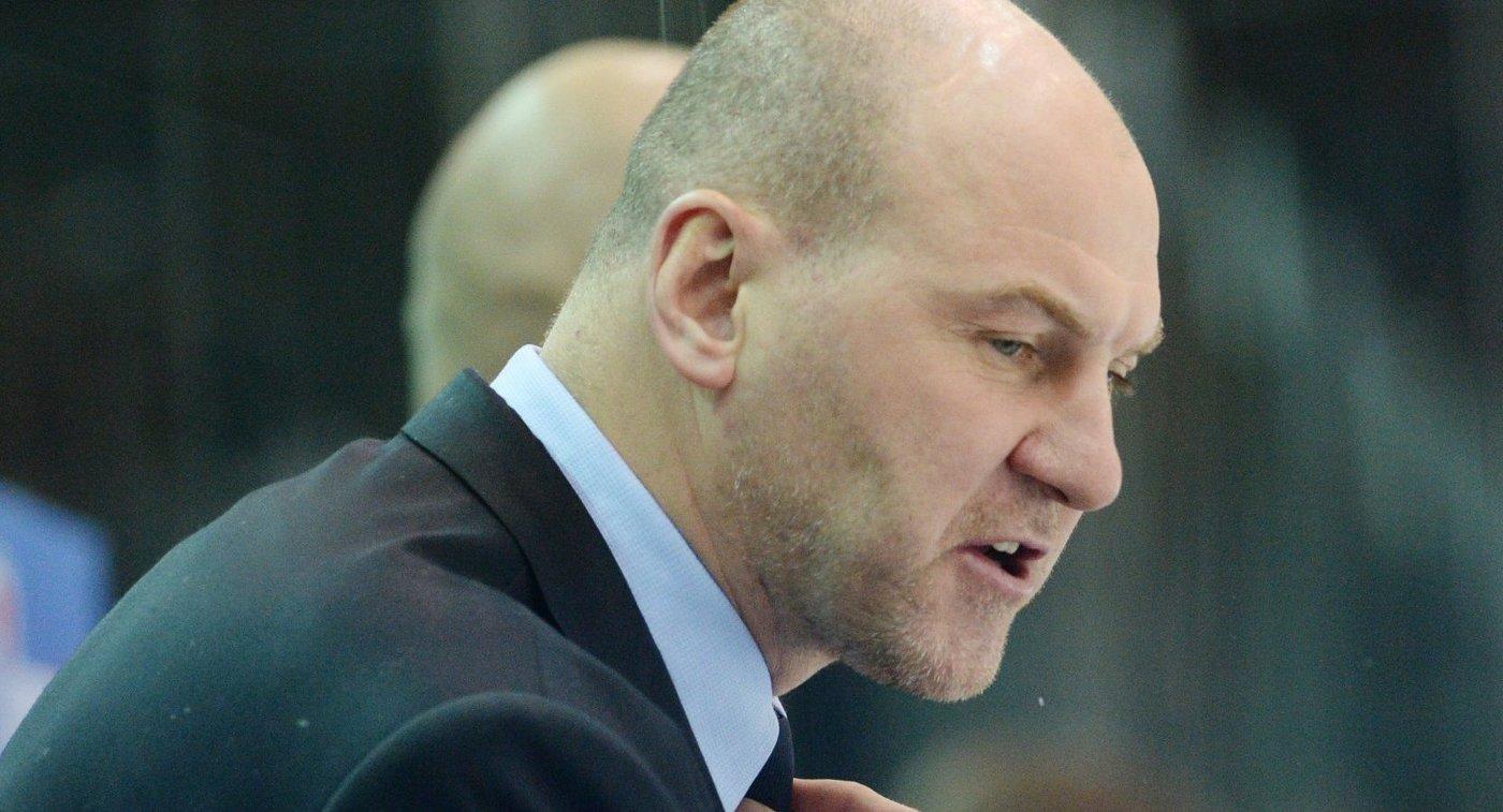 Главный тренер Трактора Андрей Николишин