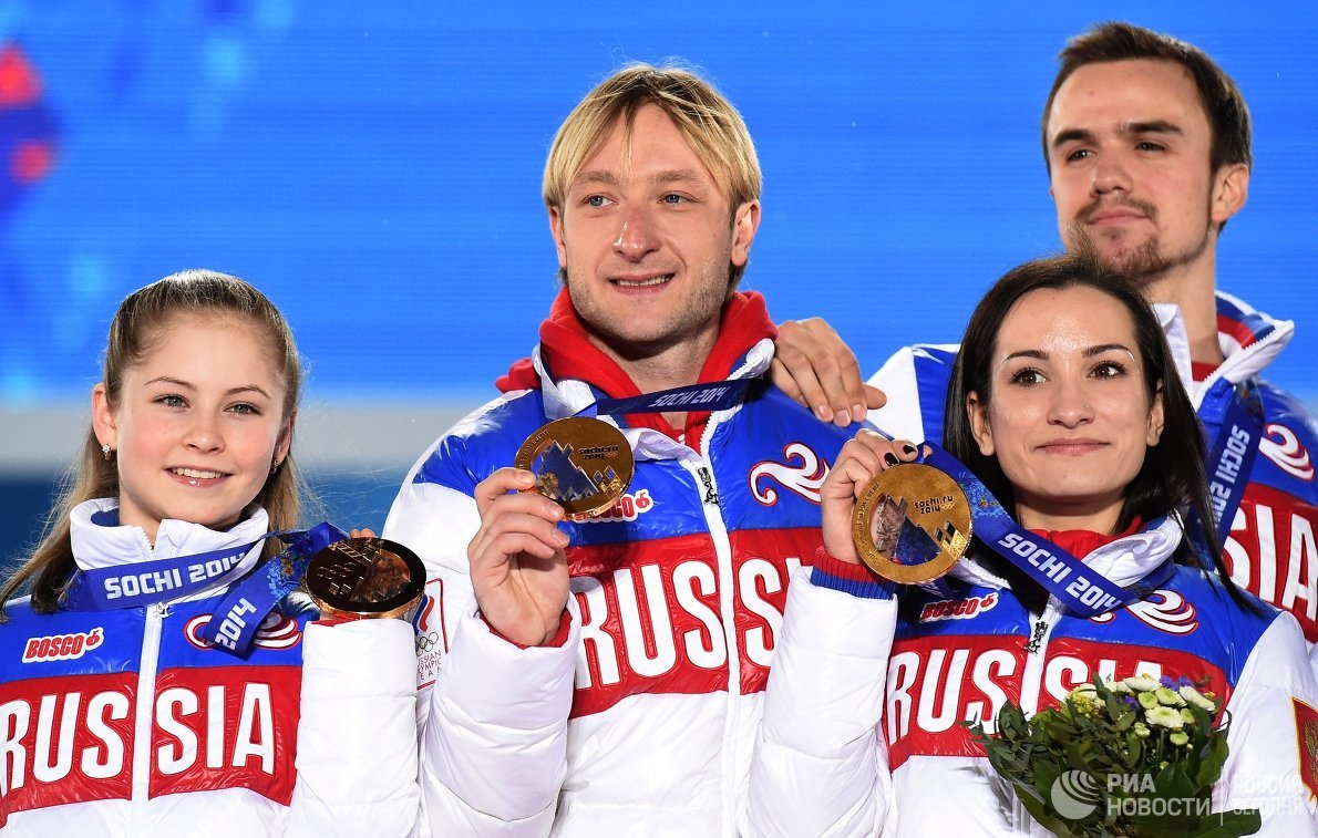 Ксения Столбова и Федор Климов, Евгений Плющенко и Юлия Липницкая (справа налево)