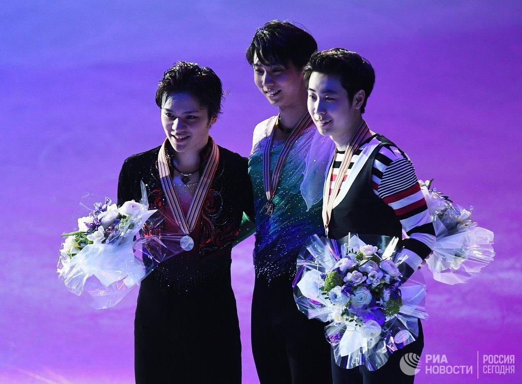 Сёма Уно, Юдзуру Ханю, Цзинь Боян (слева направо)