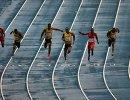 Ямайский спортсмен Усэйн Болт (в центре)
