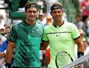 Роджер Федерер (слева) и Рафаэль Надаль