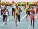 Спортсмены в финальном эстафетном забеге 4х100 м