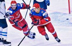Нападающие сборной России Евгений Свечников (слева) и Кирилл Капризов