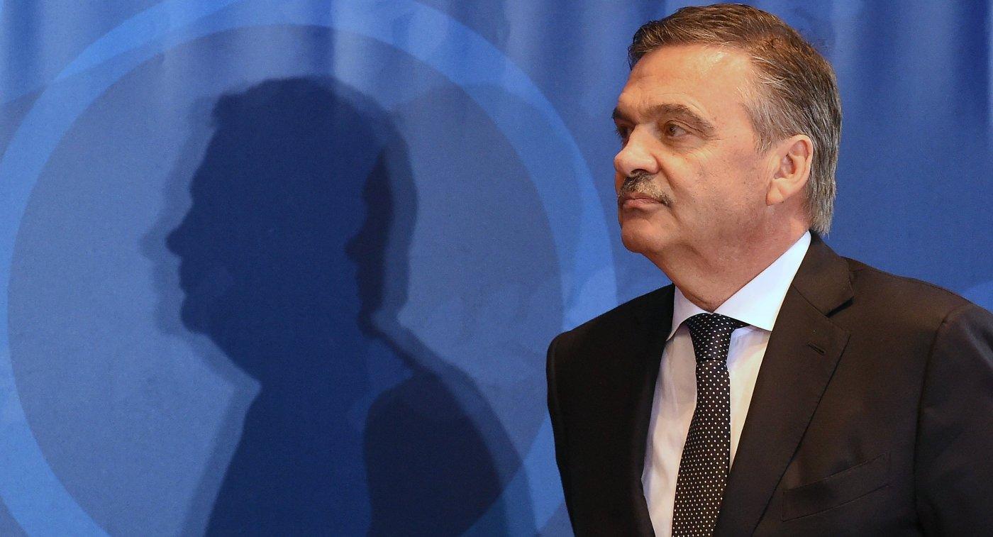 Глава IIHF расписался на шайбе в Новосибирске, где пройдет МЧМ-2023