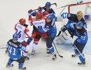 Драка игроков у ворот сборной Финляндии в четвертьфинальном матче между сборными командами Финляндии и России