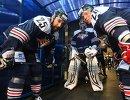 Хоккеисты Металлурга Данис Зарипов (слева) и Александр Сёмин (справа)