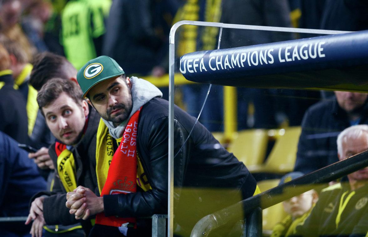 Болельщик Монако и дортмундской Боруссии перед началом матча