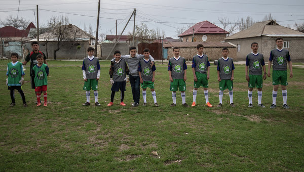 Тренировочный матч двух футбольных команд шахринавской школы-интерната
