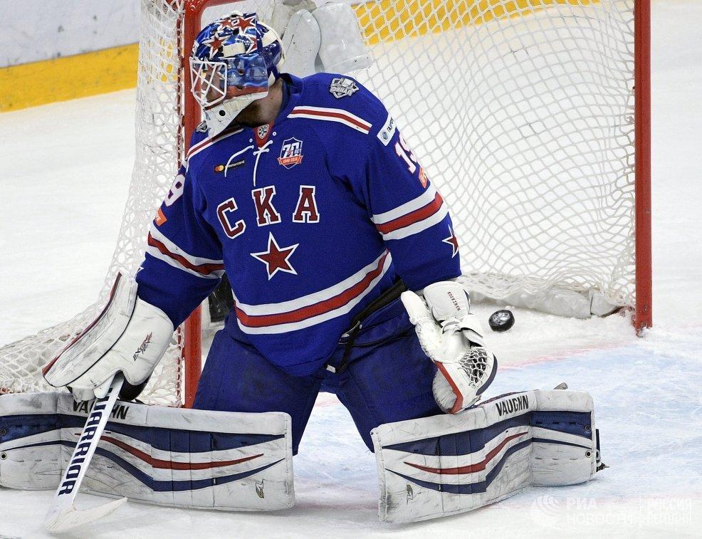 Вратарь СКА Микко Коскинен