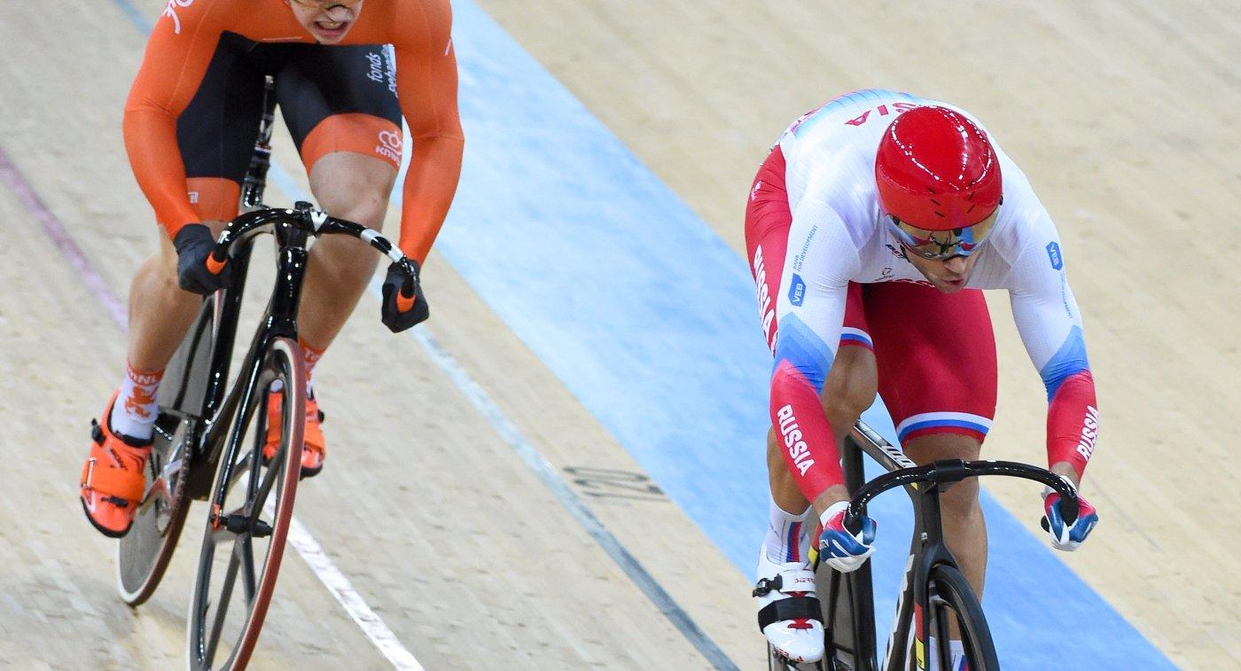 Российский велогонщик Денис Дмитриев (справа)