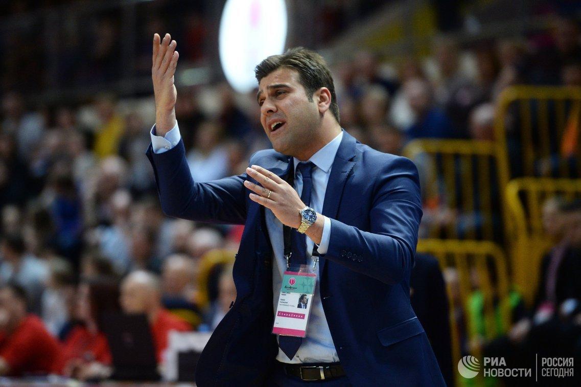 Главный тренер ЖБК Фенербахче Фират Окул