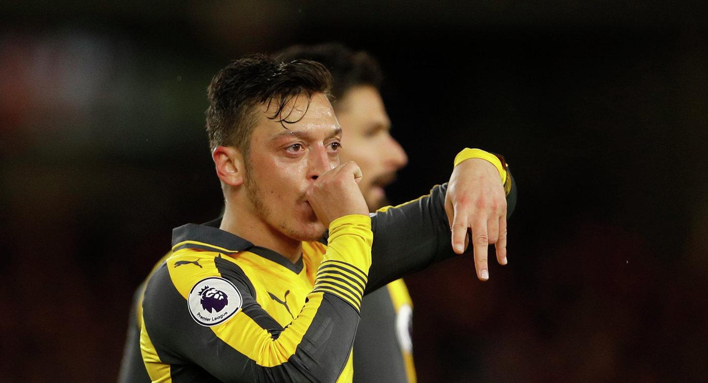 Езил согласится продлить договор с«Арсеналом» после перехода Обамеянга?