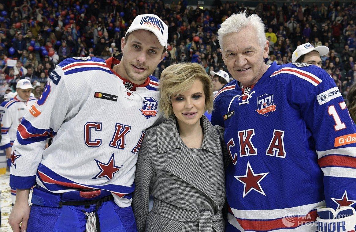 Форвард СКА Илья Каблуков (слева) и президент ХК СКА Геннадий Тимченко (справа)