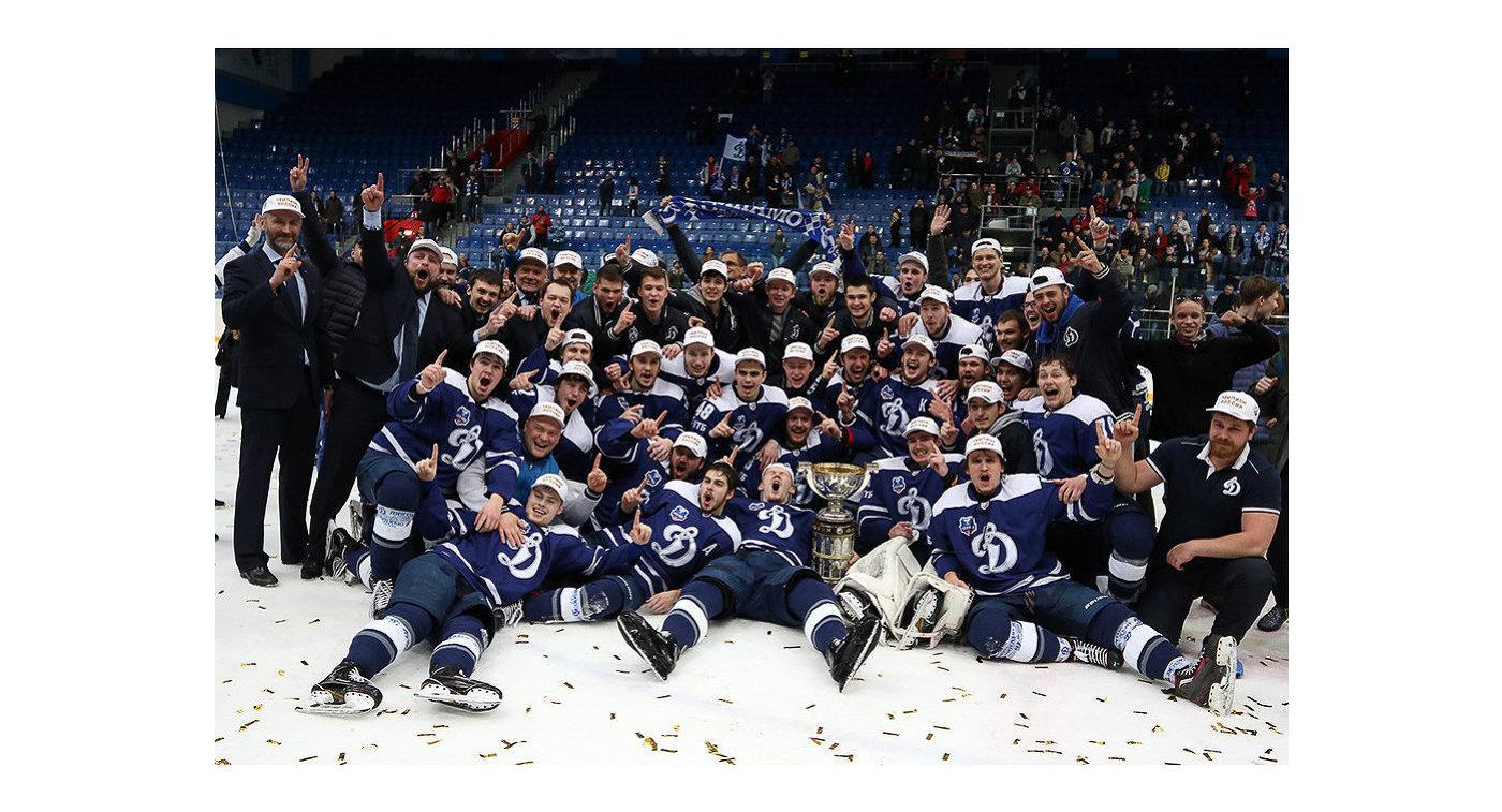 Хоккеисты Динамо из Балашихи после победы в Кубке Братины