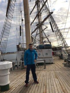 Алексей Селиверстов на борту парусника Надежда