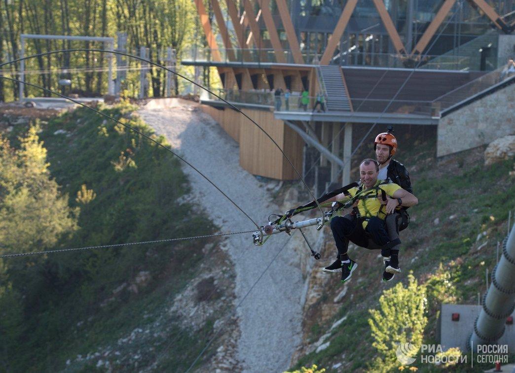 Спортсмены паралимпийской сборной России по велоспорту Руслан Кузнецов (слева) и Ярослав Святославский