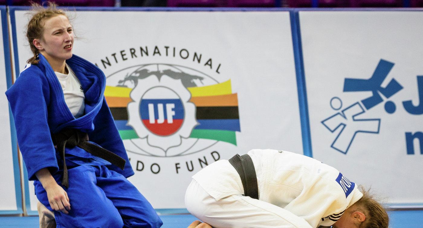 Россиянка Ирина Долгова (в синем) в финале чемпионата Европы в Варшаве