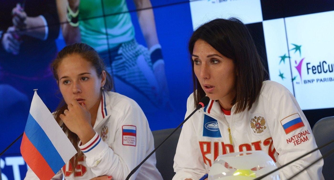Капитан женской сборной России по теннису Анастасия Мыскина (справа) и теннисистка Дарья Касаткина