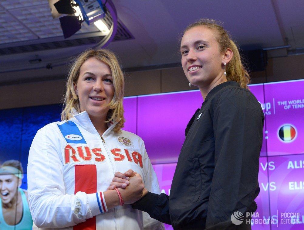 Российская теннисистка Анастасия Павлюченкова и бельгийка Элиза Мертенс (слева направо)