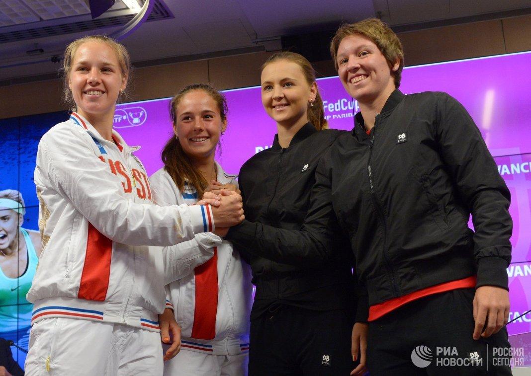 Российские теннисистки Анна Блинкова, Дарья Касаткина и бельгийки Марина Заневская, Ан-Софи Местах (слева направо)