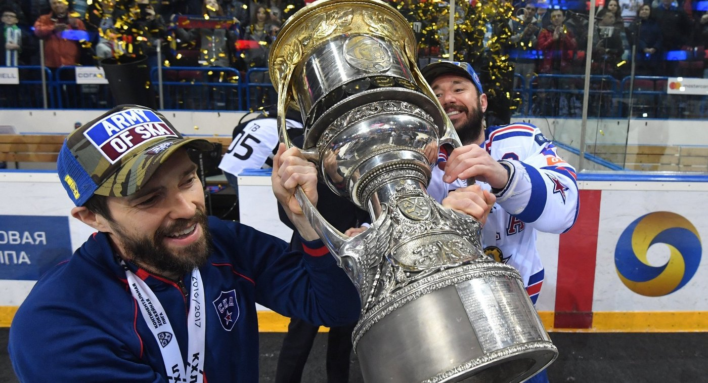 Нападающие СКА Павел Дацюк и Илья Ковальчук