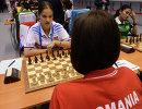 Российская спортсменка Алина Кашлинская (слева)