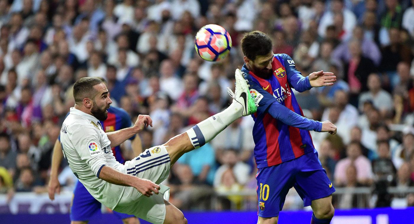 Защитник Реала Даниэль Карвахаль и форвард Барселоны Лионель Месси