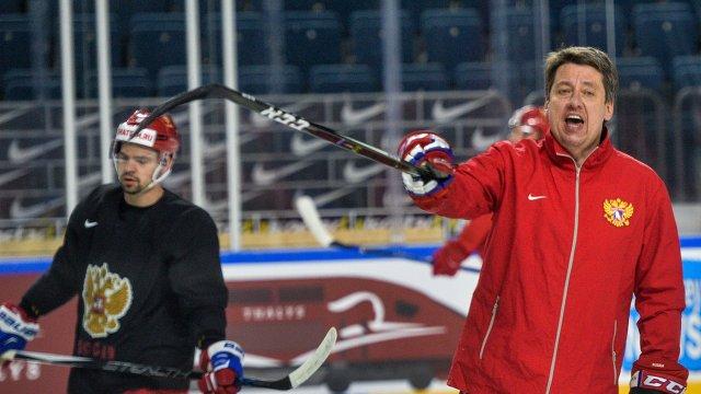 Тренер сборной России Харийс Витолиньш (справа)