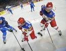 Защитник сборной Италии Томас Ларкин и хоккеисты сборной России Никита Кучеров и Владислав Наместников (слева направо)