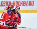 Хоккеисты ЦСКА Сергей Андронов (слева) и Стефан Да Коста