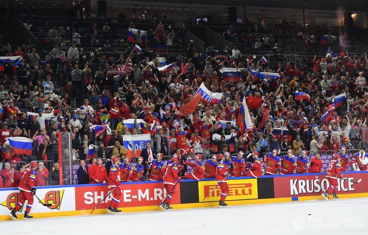 Хоккеисты сборной России и болельщики