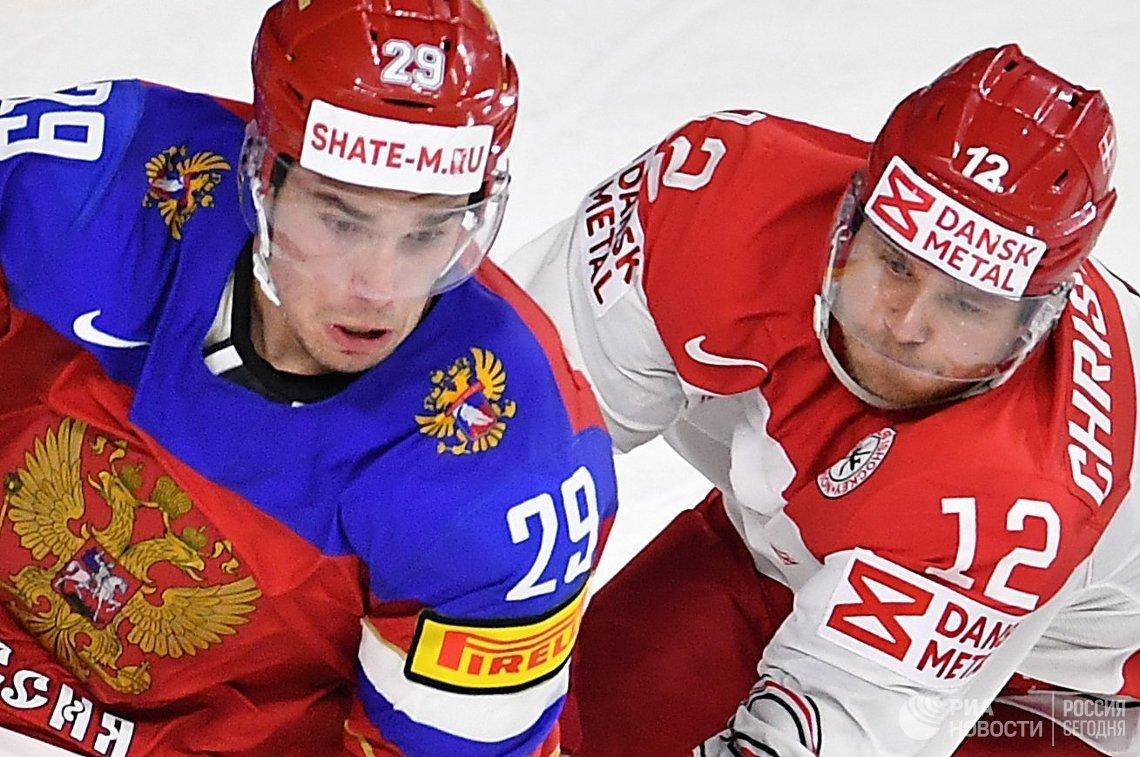 Защитник сборной России Иван Проворов (слева) и форвард сборной Дании Мадс Кристенсен