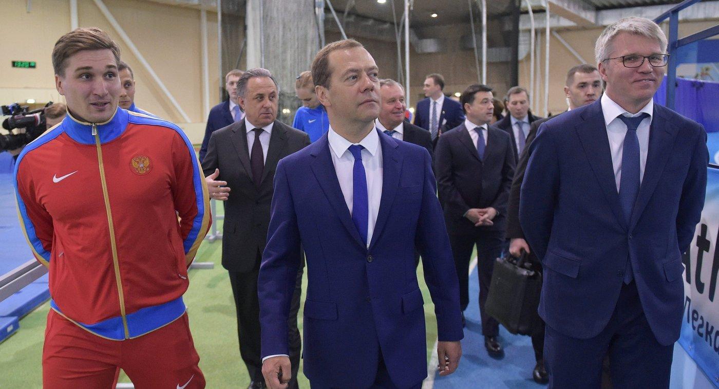 Дмитрий Медведев и Павел Колобков (справа)