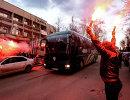 Болельщики Спартака встречают команду в Перми в преддверии матча 28-го тура РФПЛ с Амкаром