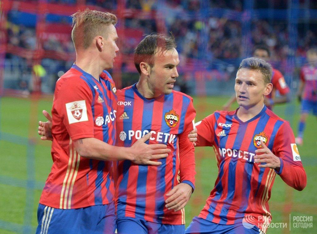 Игроки ПФК ЦСКА Понтус Вернблум, Бибрас Натхо и Фёдор Чалов (слева направо)