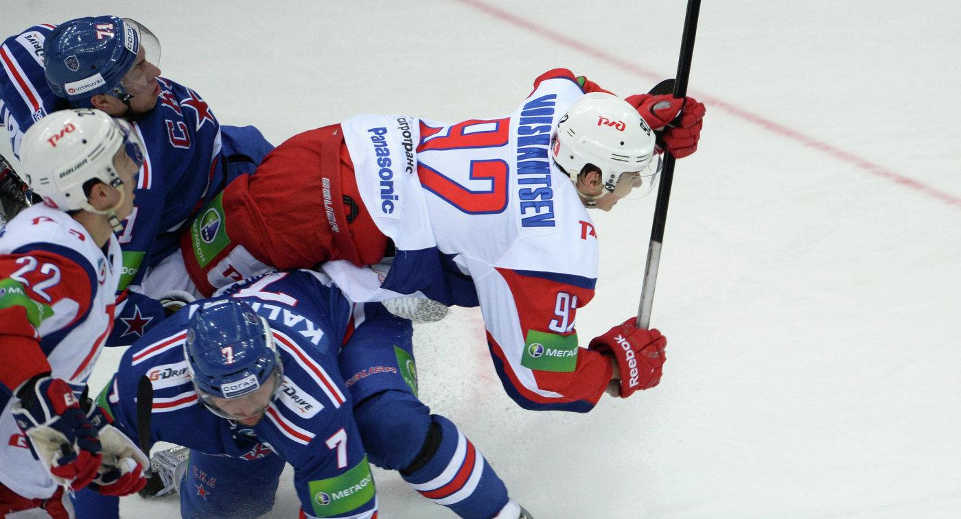 Александр Мокшанцев (справа)