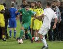 Диего Марадона (слева) во время матча на турнире в рамках конгресса ФИФА