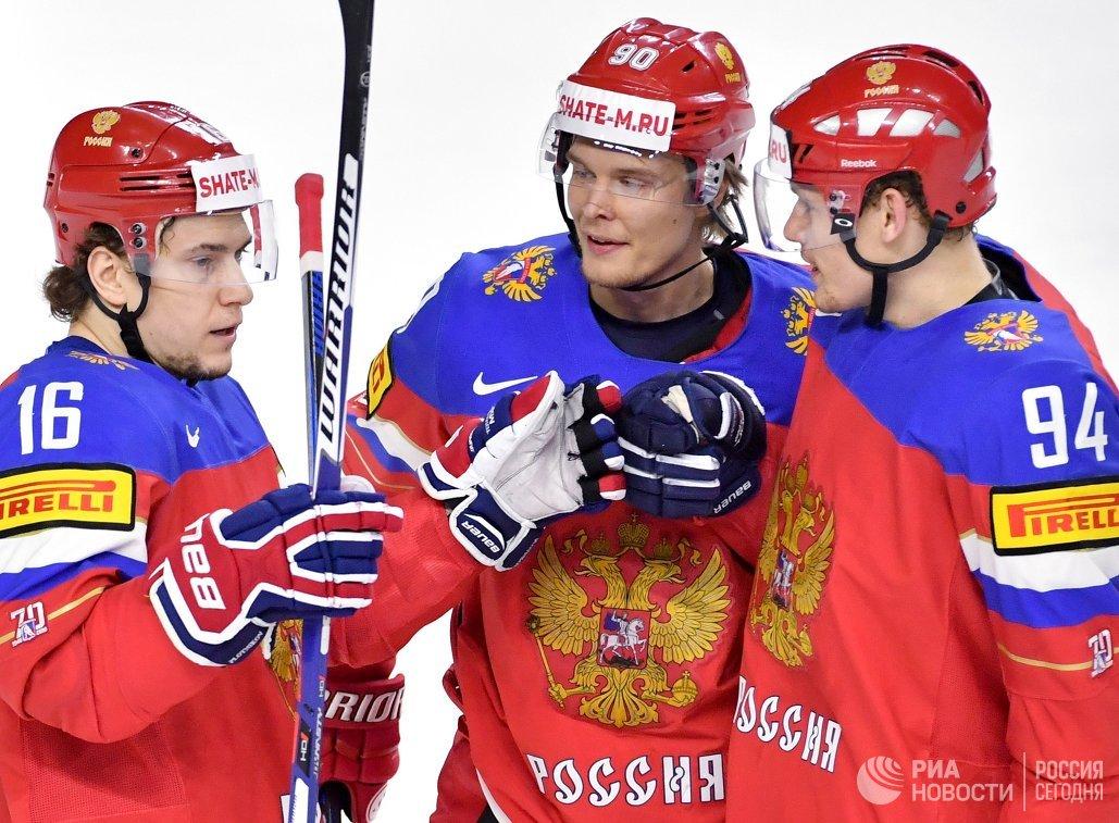 Хоккеисты сборной России Сергей Плотников, Владислав Наместников и Андрей Миронов (слева направо)