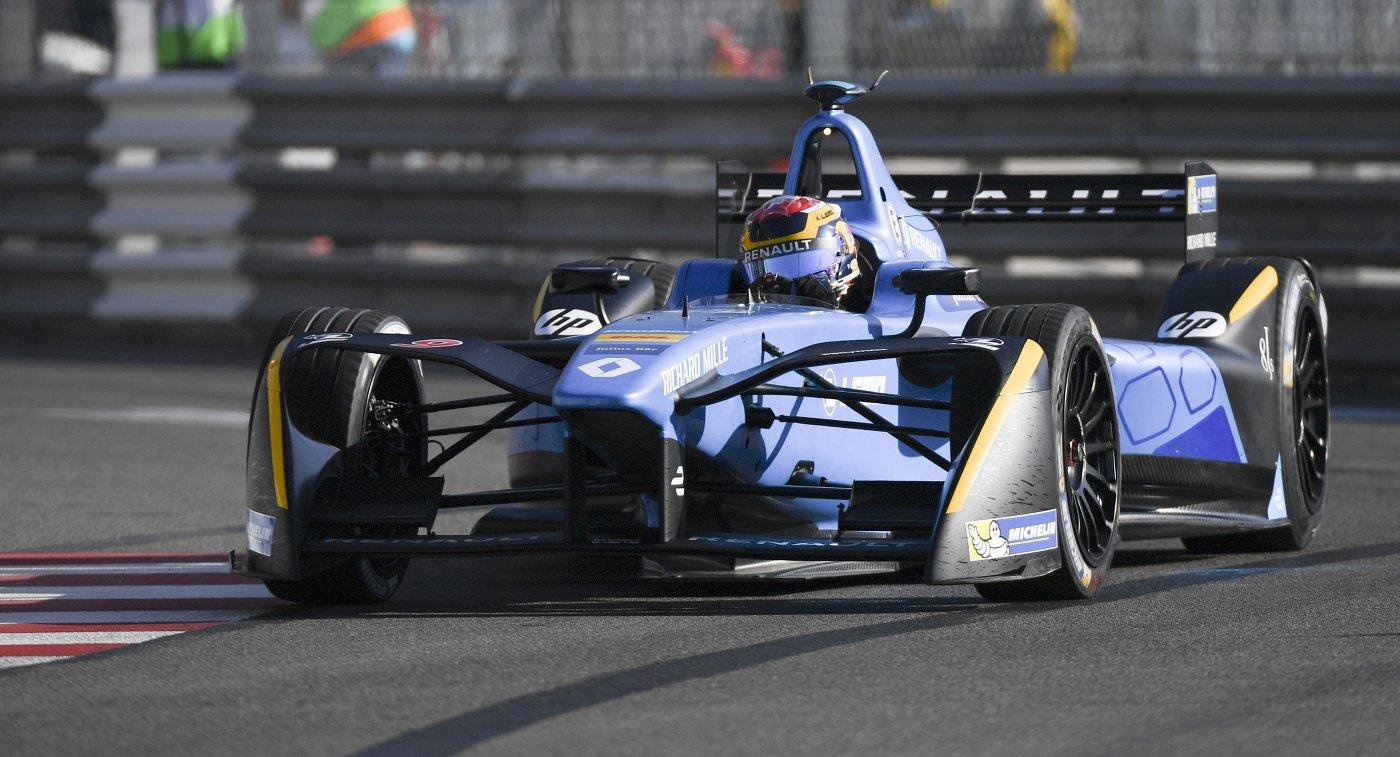 Швейцарский гонщик Себастьян Буэми из команды Renault e.dams