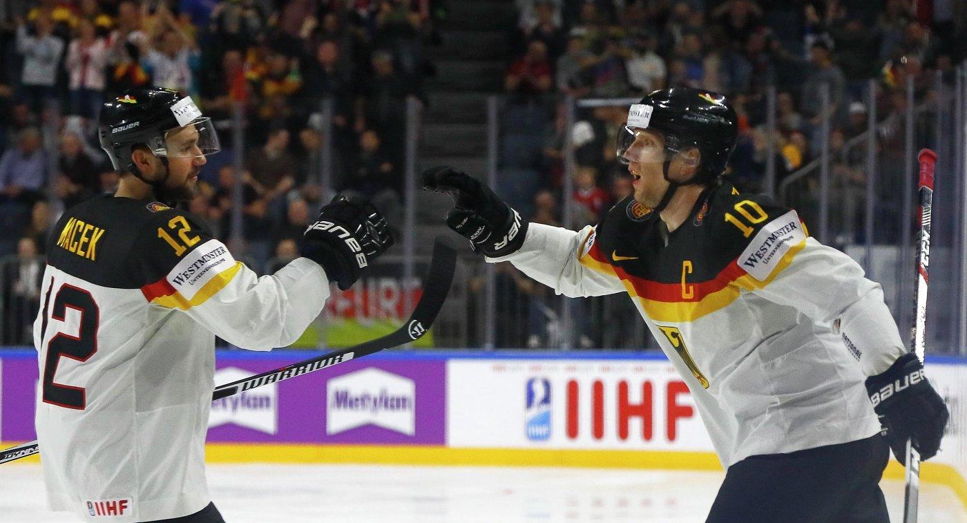 Хоккеисты сборной Германии Брукс Мацек (слева) и Кристиан Эрхофф