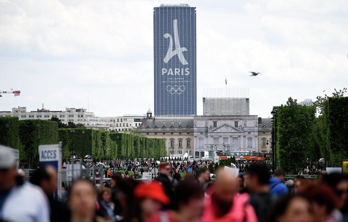 Логотип Олимпийских игр-2024 года в Париже в центре города