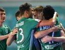 Футболисты Терека радуются забитому голу