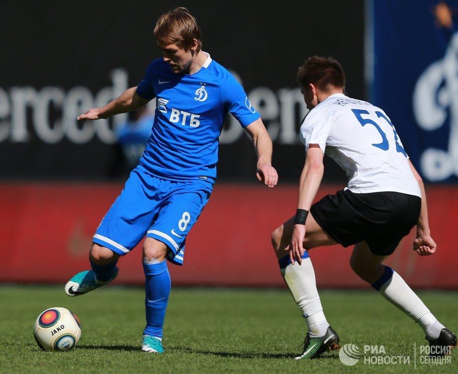 Форвард Динамо Кирилл Панченко (слева)