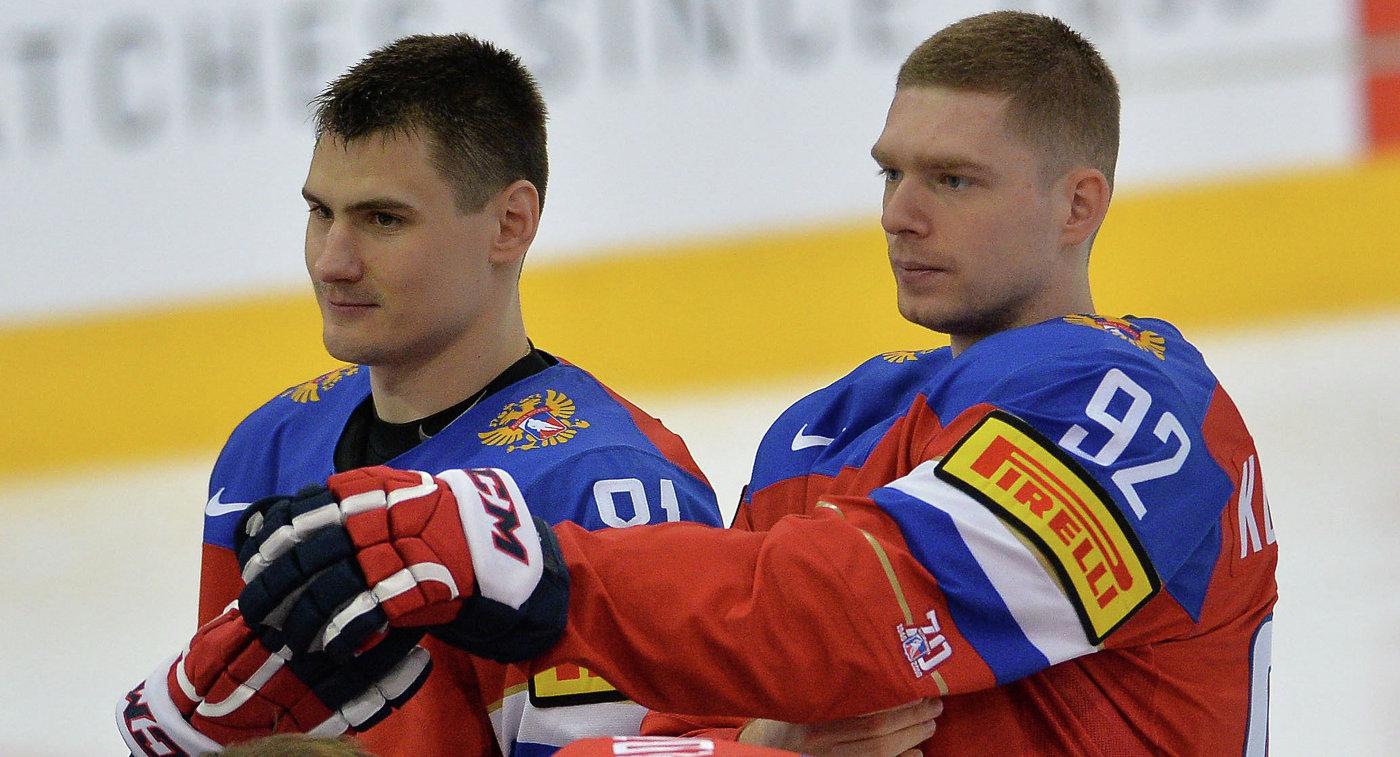 Хоккеисты сборной России Дмитрий Орлов и Евгений Кузнецов (справа)