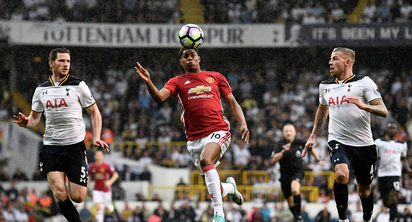 Игровой момент матча чемпионата Англии по футболу между Тоттенхэмом и Манчестер Юнайтед